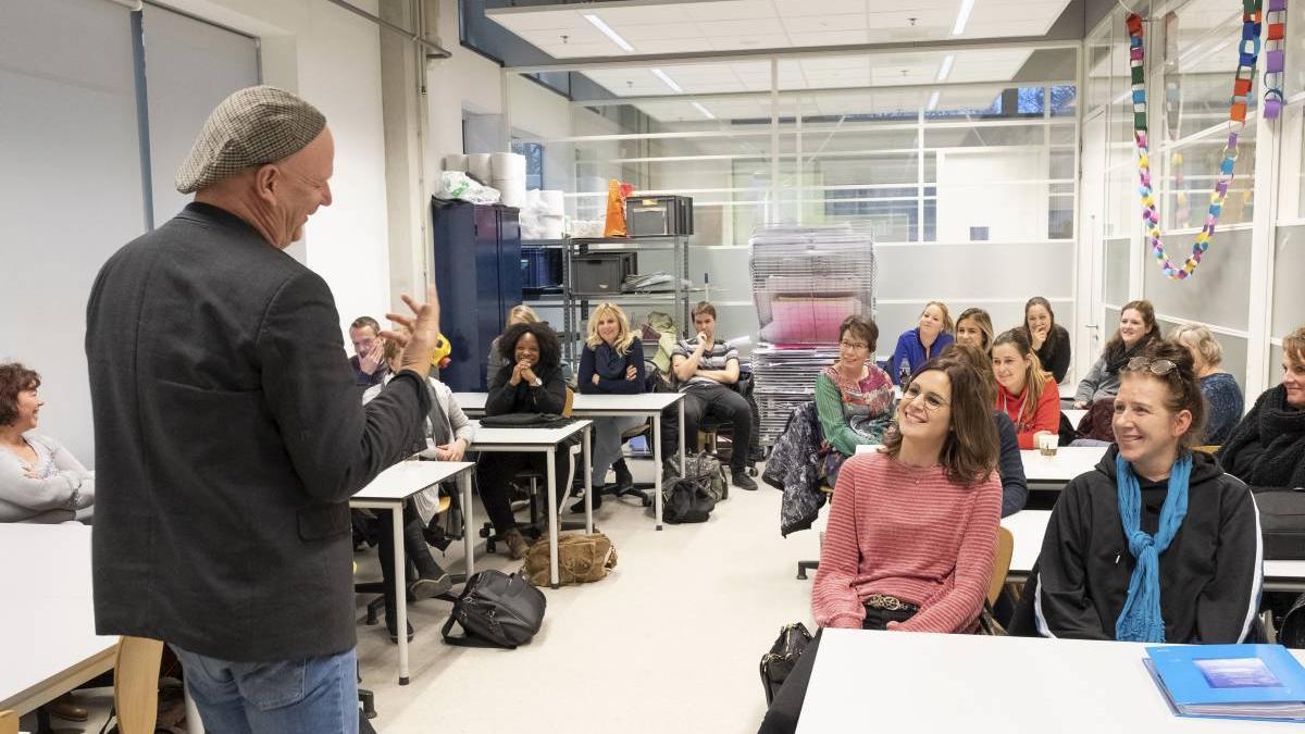 Lessen over streektaal in de zorg en lessen over burgerschap